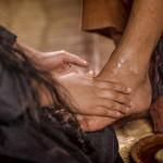Maria smörjer Jesu fötter